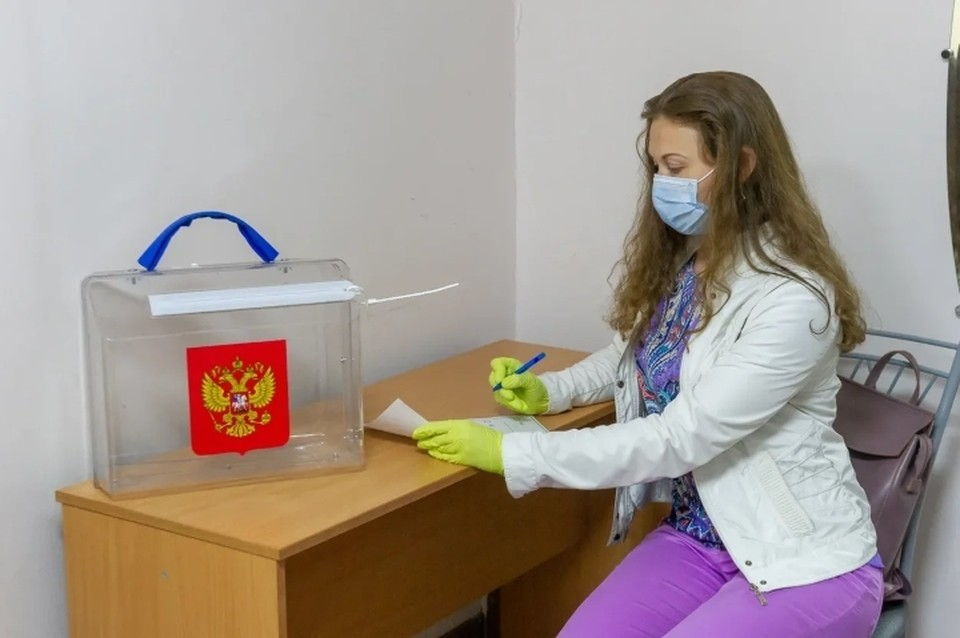 Бюджетники из Санкт-Петербурга пожаловались на принуждение идти на голосование по поправкам в Конституцию.