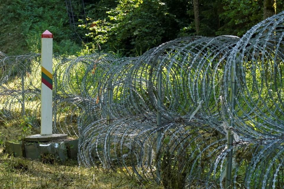 На днях на литовско-белорусской границе появилась колючая проволока
