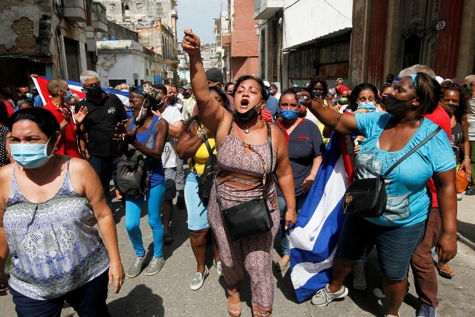 Кубинцы вышли на улицы, недовольные ограничениями карантина.