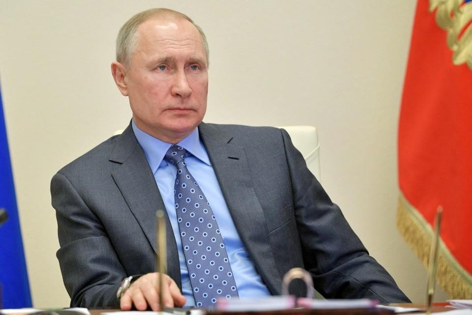 Путин поручил начать выплаты на школьников по 10 тысяч рублей со 2 августа 2021