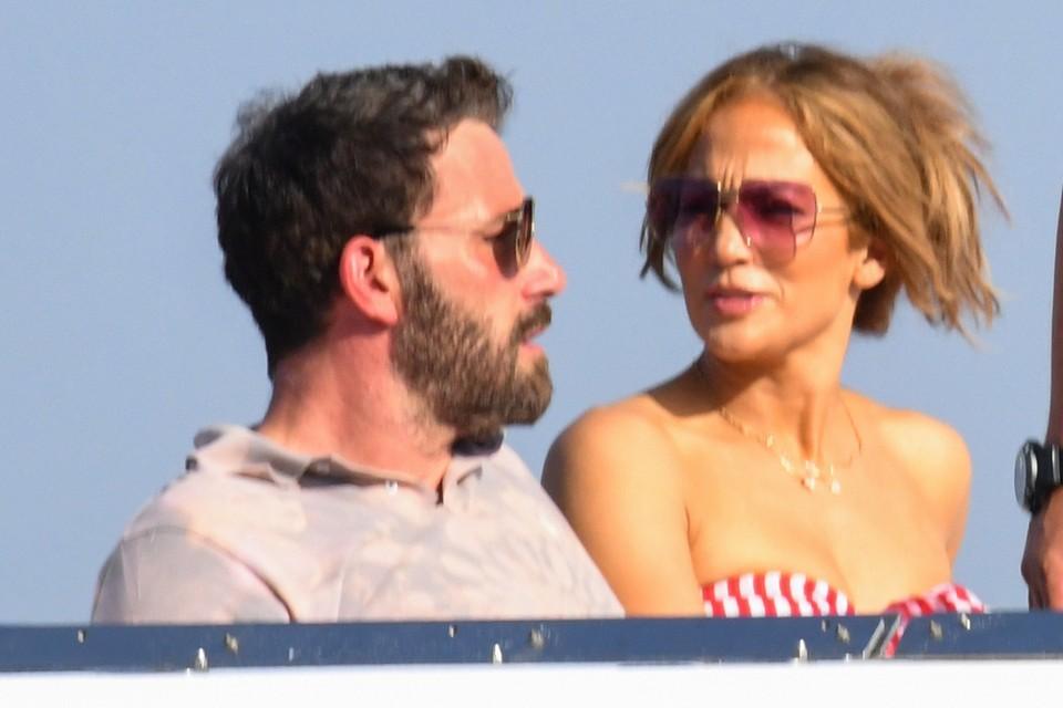 Дженнифер вместе с голливудским актером Беном Аффлеком отдыхает на Лазурном берегу Франции в Сен-Тропе.