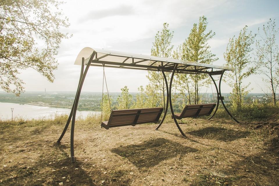 Панорамные качели по эскизу девятилетнего нижегородца установили в парке «Швейцария» Фото: пресс-служба администрации Нижегородской области