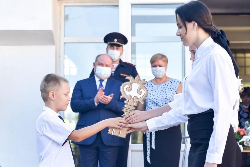 Михаил Развожаев посетил гимназию № 10, где открылся «курчатовский класс» с углубленным изучением естественных предметов