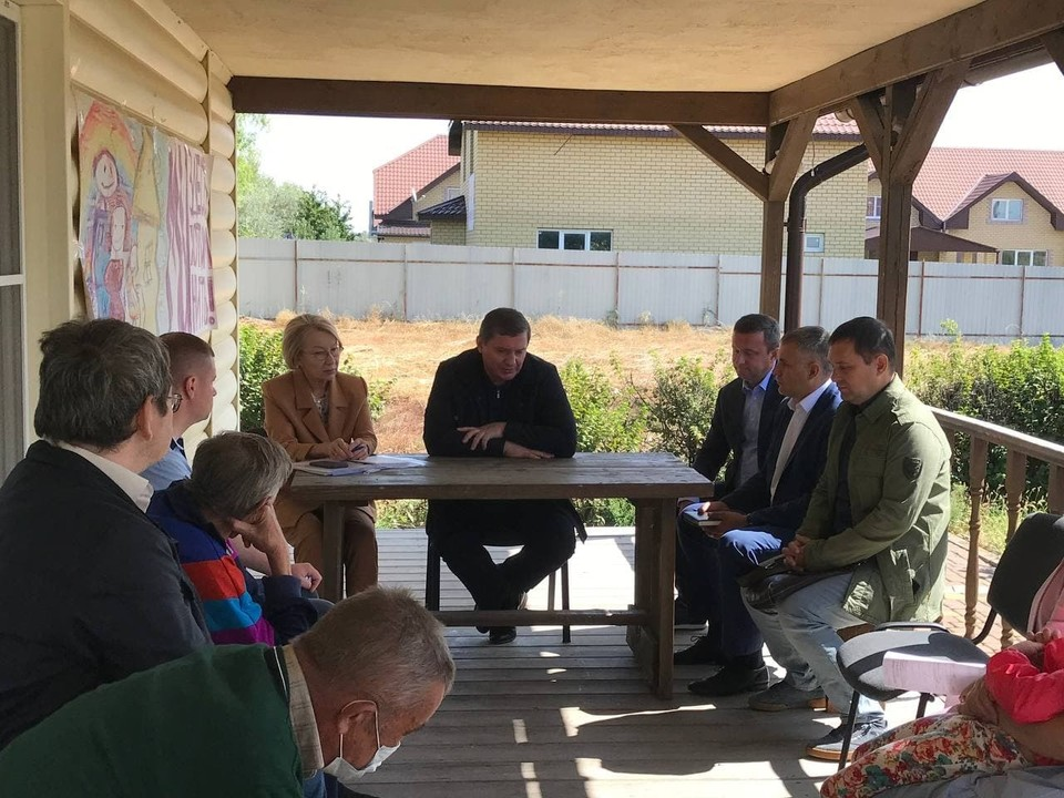 Губернатор Волгоградской области пообещал жителям Белой дачи защитить их права. Фото: АВО
