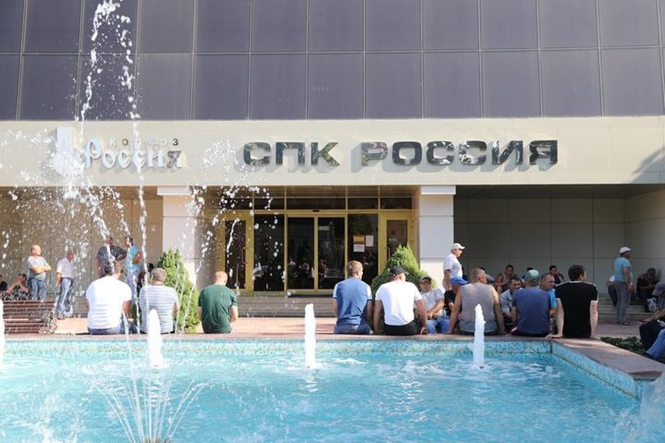 """Труженики Григорополисской хотят одного - чтобы колхоз """"Россия"""" сохранился и процветал."""