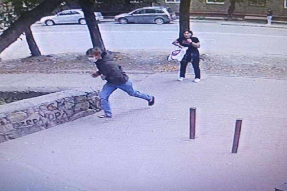 В Новосибирске полицейские ищут грабителя, сорвавшего с шеи женщины золотую цепочку. Фото: ГУ МВД по НСО.