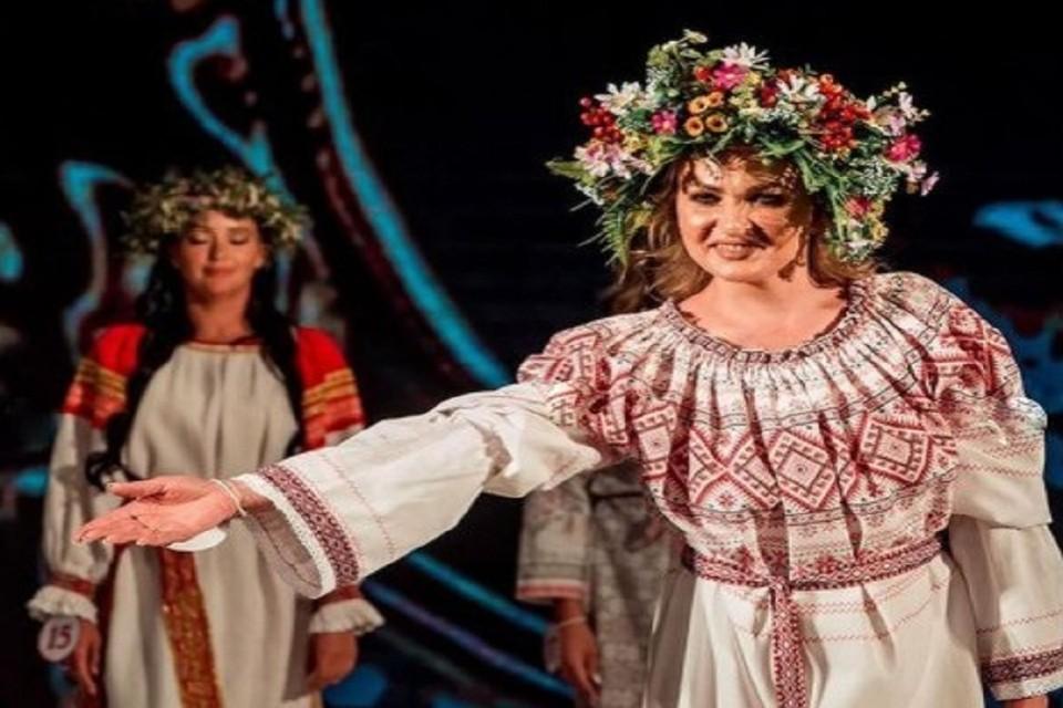 Терапевт из Новосибирска взяла титул «Леди Дружелюбие» на Всероссийском конкурсе красоты. Фото: соцсети.