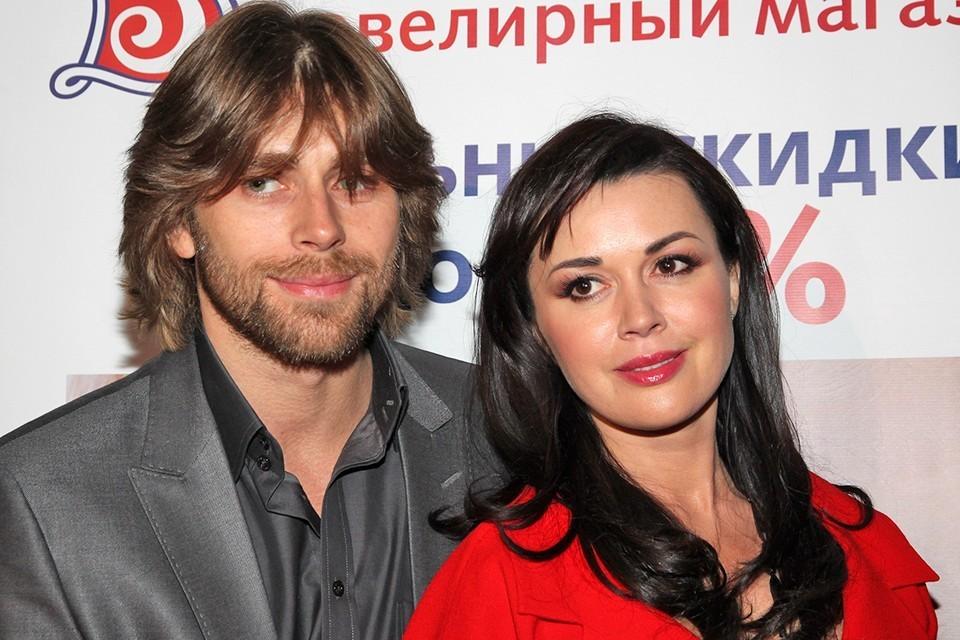 Актриса Заворотнюк Анастасия и фигурист Чернышев