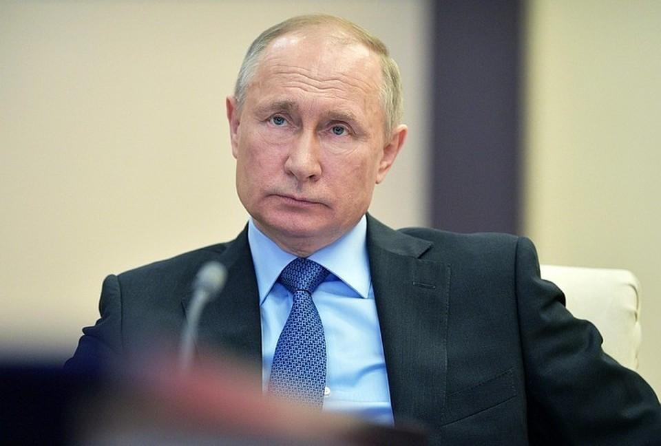 Владимир Путин не обязан использовать военную форму на учениях