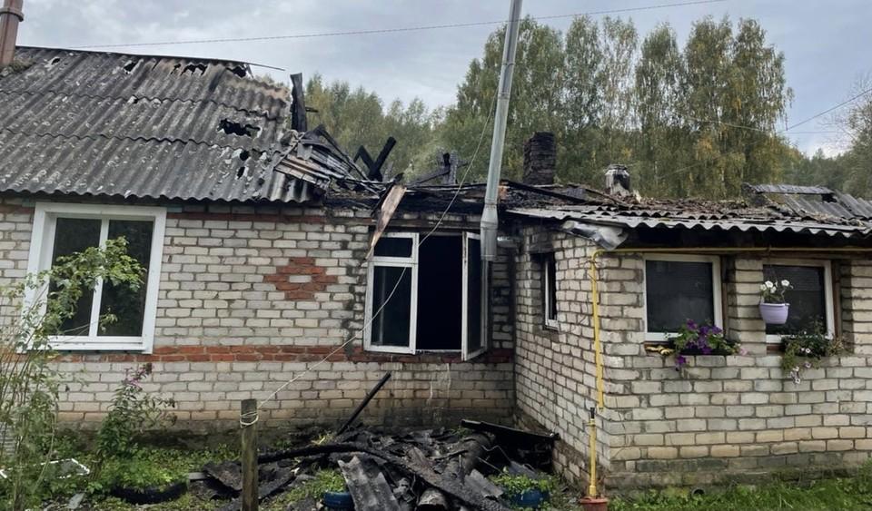 Квартира в частном жилом доме сгорела в Смоленской области. Фото: пресс-служба ГУ МЧС по Смоленской области.