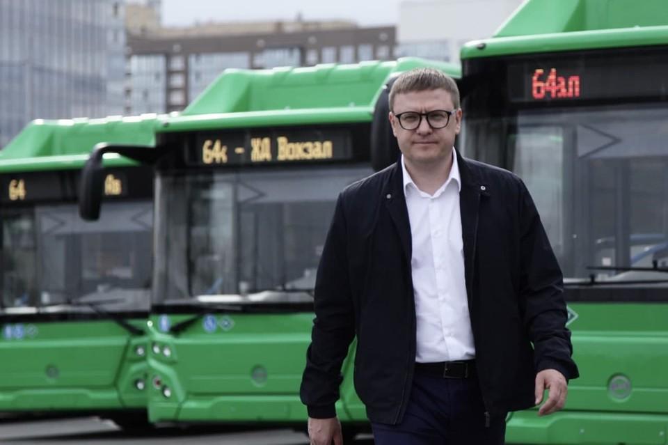 Губернатор осмотрел новые автобусы, которые пришли в Челябинск. Фото: gubernator74.ru