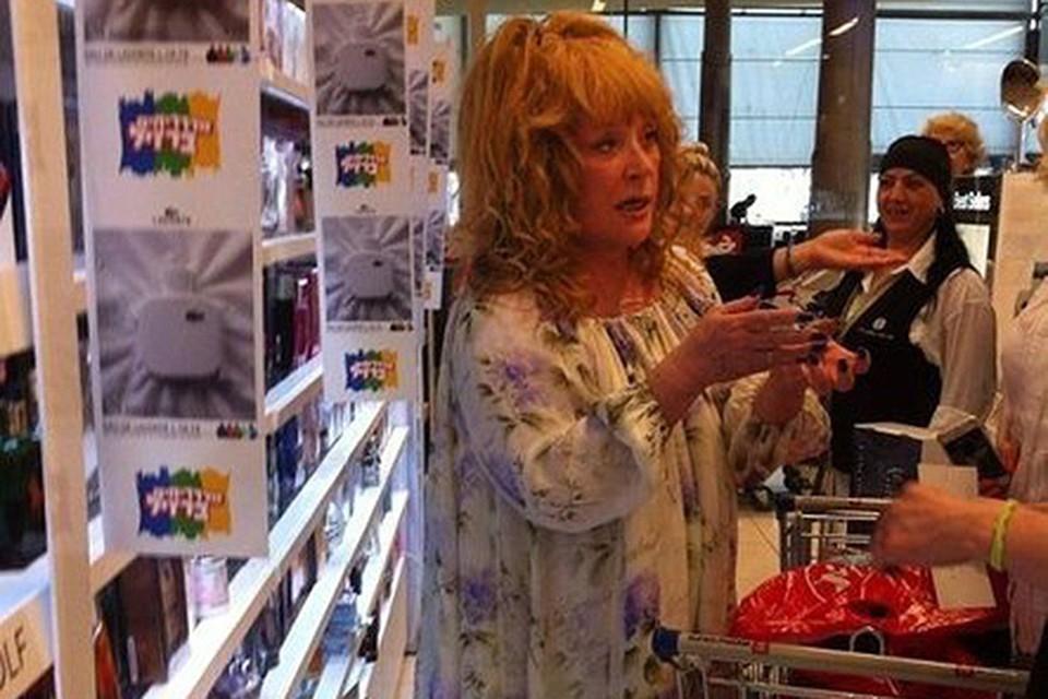 """Пугачеву """"подкараулили"""" в израильском супермаркете"""